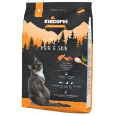 Chicopee Holistic Nature Line Hair Skin - пълноценна храна за пораснали котки от всички породи, над 1 година, БЕЗ ЗЪРНО, за здрава кожа и красива козина, със сьомга, птици и черен дроб, 1,5 кг